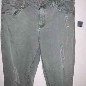 NWOT. Refuge jeans. 8